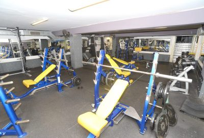 body building room hoist