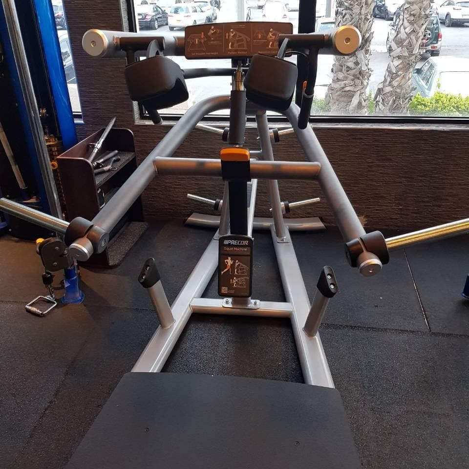 precor squat machine 3